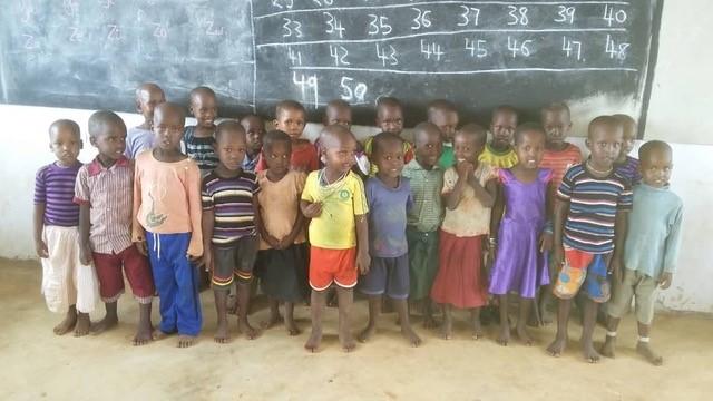 leerlingen kleuterschool tanzania